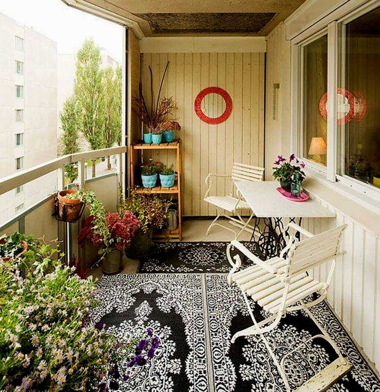 attractive-ideas-for-balcony-wall