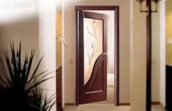 Купить стекло в дверь.