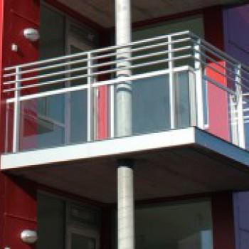 Способы установки стеклянного ограждения