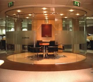 Гнутое стекло в элементах декора