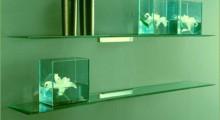 Настенные полки из стекла