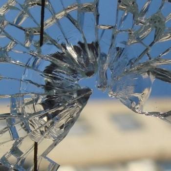Разбилось окно – срочно заменить стекло