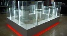 Монтаж и установка стеклянных витрин