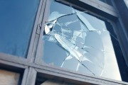 Монтаж стекла в школе