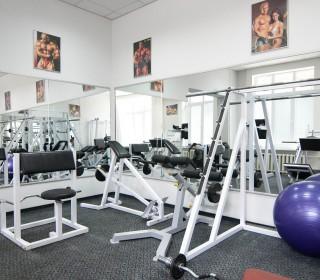Установка зеркал в фитнес центр